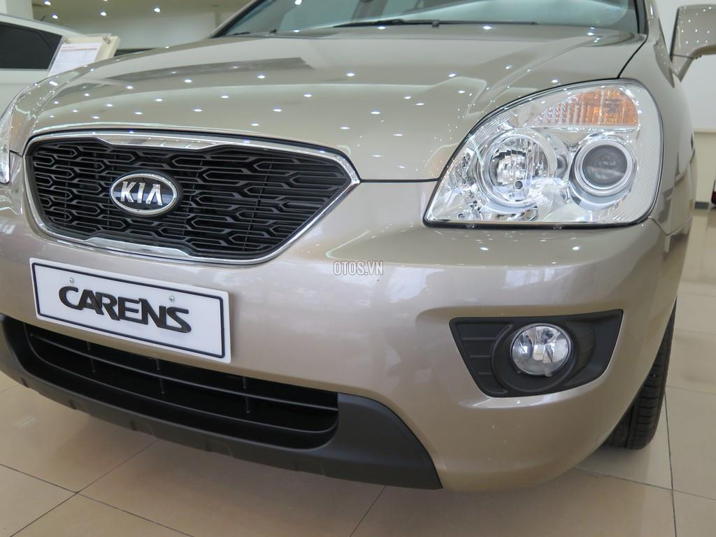 2015 KIA Carens 2.0 MT