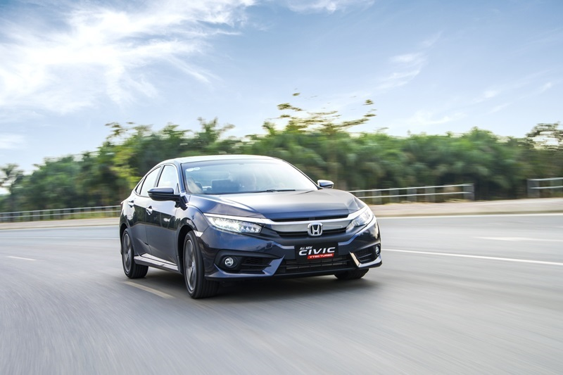 So-sanh-Honda-Civic-va-Mazda3-sedan-Tro-lai-cuoc-dua